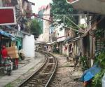train-line-through-hanoi